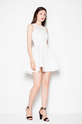 Krátke biele spoločenské šaty s priesvitným dekoltom a širokou sukňou model 77199 VT