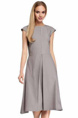 Šedé šaty so skladanou sukňou a krátkymi rukávmi model 85021 me