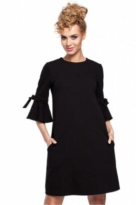 Krátke čierne voľné šaty s volánovým rukávom model 85057 me