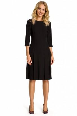 Krátke čierné púzdrové šaty so skladanou sukňou a 3/4 rukávom model 107532 me
