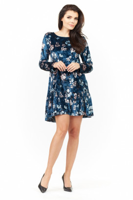 Krátke modré velúrové šaty s volánovou sukňou a dlhými rukávmi model 109898 iy