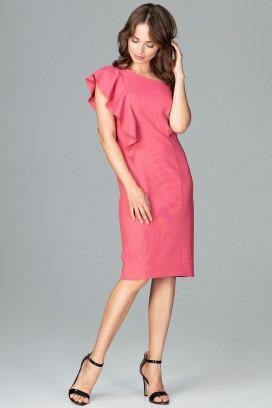 Krátke ružové púzdrové šaty s odhaleným ramenom a volánikom model 120763 lf