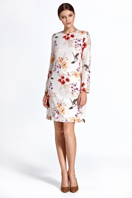 Krátke biele kvetinkové púzdrové šaty s dlhým rukávom model 128454 - ctt