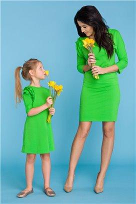 MMD16-1 Elegantné zelené šaty s volánikmi - dcérka