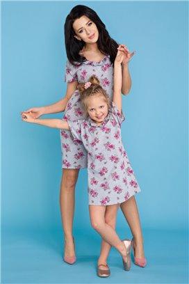 MMD17-2 Šedé kvietkované tričkové šaty s volánikom - dcérka