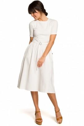 Biele midišaty s nazberanou kruhovou sukňou,opaskom a krátkymi rukávmi model 131194 BE