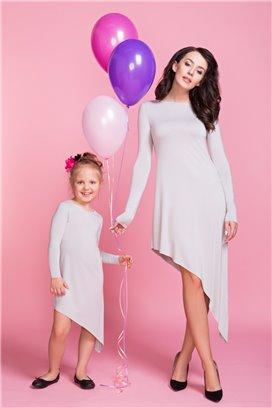 Asymetrické šaty bledošedé - mama