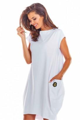 Krátke biele športové voľné šaty s krátkymi rukávmi a vreckami model 133597 iy