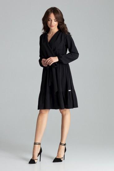 Krátke čierne šaty s opaskom, prekladaným dekoltom a volánikom model 135900 lf